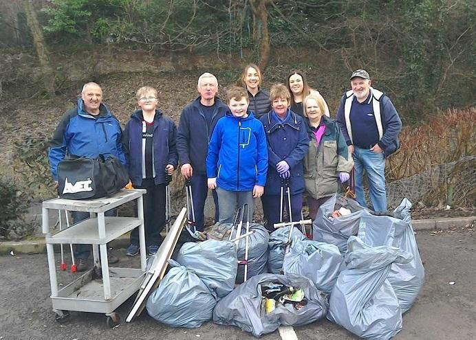Cowdenbeath volunteers on a spring clean-up.