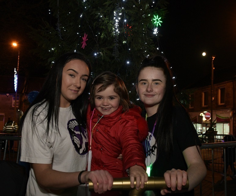 Ava (centre) at the switchin-on of Lochgelly's Christmas lights.